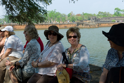 Gretchen Lengyel, Van VanDeWater, Kitty Walker, Renee Mirsky, Sherri Paul and Susan Levin at the moat at Angkor Wat.