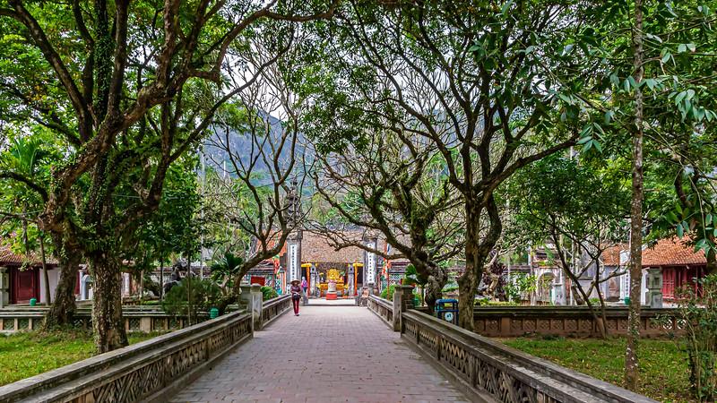 """The temple of Đinh Tiên Hoàng at Hoa Lư<br /> <a href=""""https://en.wikipedia.org/wiki/Hoa_L%C6%B0"""">https://en.wikipedia.org/wiki/Hoa_L%C6%B0</a>"""