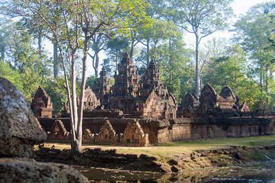 The sanctuaries and library buildings of Banteay Srei.