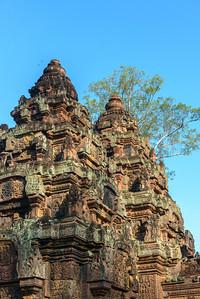 The sanctuaries of Banteay Srei.