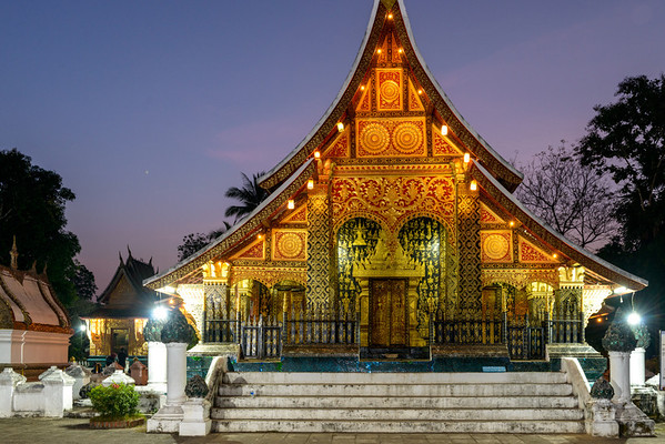 The photos that follow are of the Buddhist temple Wat Xieng Thong.