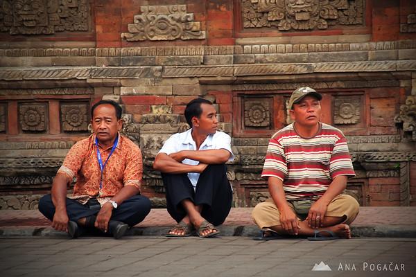 Men sitting in the street in Ubud