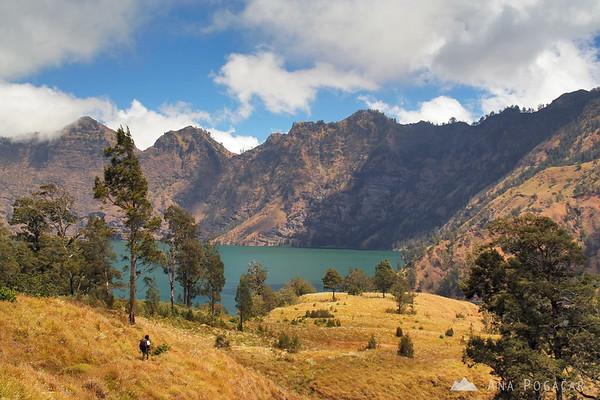Hiking to the lake of Mt. Rinjani