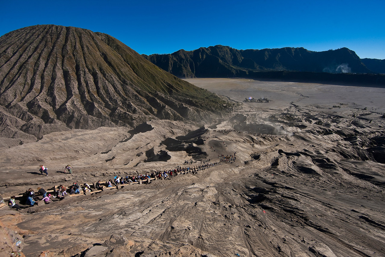 Everyone wanted to see Bromo that day, apparently. After I had my fill I eschewed the path and ran down the side.