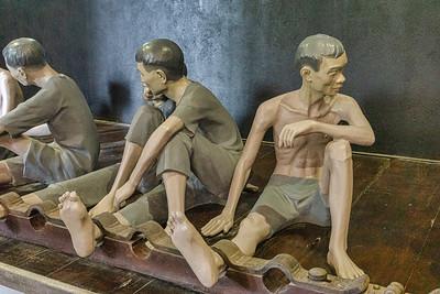 Hanoi Hilton prisoners' legs were shackeled.