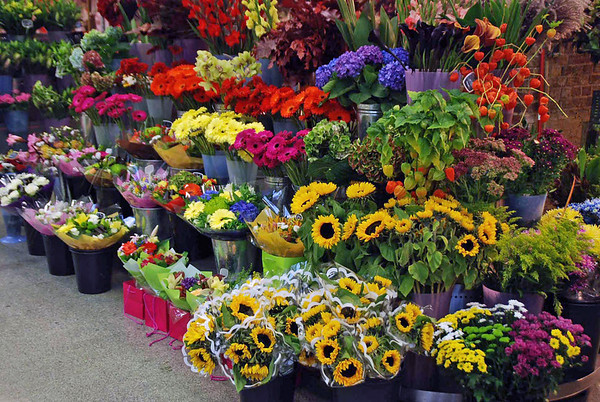 A flower shop in King's Cross St. Pancras Railway Station.