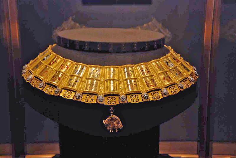 The Potence (Chain of Arms) of the Herald of the Order of the Golden Fleece on display at the Treasury.