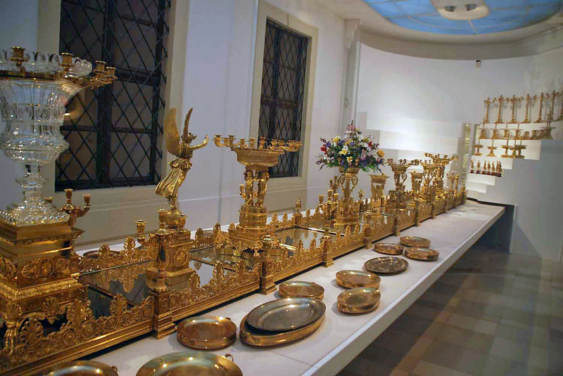 A large golden centerpiece used for royal dinners.