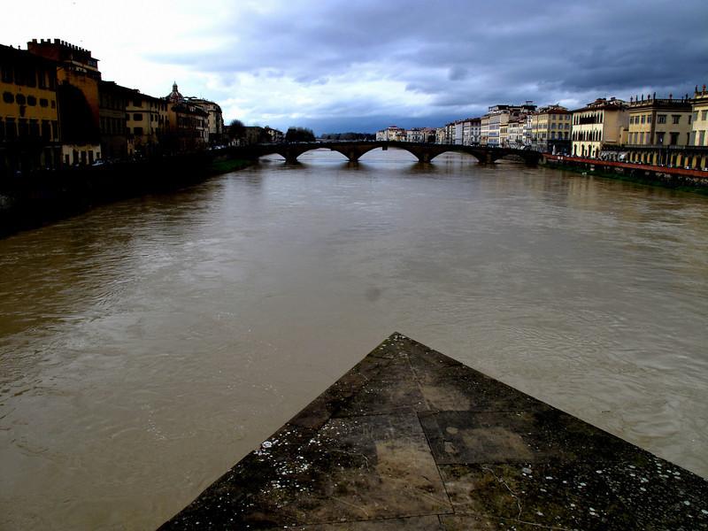 Center of the Arno just north of Ponte Vecchio