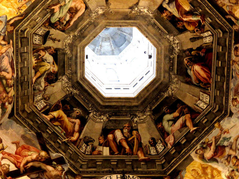 Inside the Il Duomo in Firenze..the painting is magnificient!