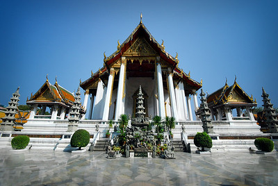 "BANGKOK - We also visited Wat Traimit. Some guidebooks have labeled its architecture ""undistinguished"" (although we found it to be pretty impressive).   It is what's inside that makes the wat notable."