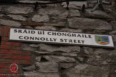 Love reading the Irish signs, just don't know how to pronounce them.