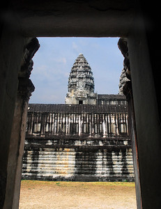 There is as much sandstone in Angkor Wat as there is in Khafre's great pyramid in Egypt (over 5 million tons).