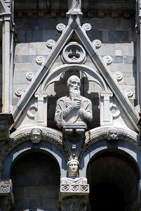 ...or the assortment of stone heads - both large and small - that adorn the facade of the Baptistery.