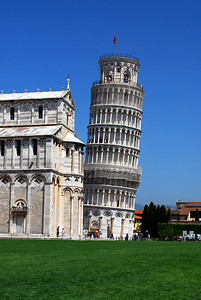 """It seemed to us that the tower's lean was even more pronounced than we remembered it - but we were assured that was not the case.  It's still intriquing to realize that in 1278, when the tower had reached its 7th floor, architects tried to arrest the lean by slanting the upper floor in the opposite direction - creating an imperceptible """"banana-shape"""" to the finished structure."""
