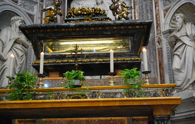 As in most medieval cathedrals, there is the requisite dead person.  In this case, Pisa's patron saint, Saint Ranieri (a former troubadour who turned to the monkhood) lies mummified in a glass-lined casket, his head and feet encased in silver.