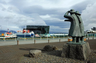 During our walk along the harbor, we came across this statue of two sailors peering out to the approaching ships entering the bay....