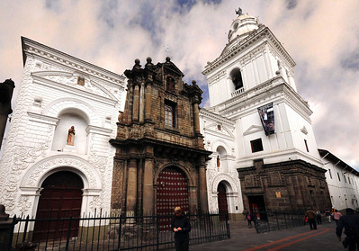 The original Basilica of La Merced  on this site was largely destroyed in the earthquake of 1660, and the foundations of the present building were not laid until 1701.  The tower was completed in 1736, and the church was dedicated in 1747.