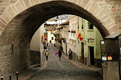 Take, for example, La Ronda, one of Quito's picturesque side streets.  Also called Calle Juan de Dios Morales, La Ronda was nicknamed for the serenades (rondas) that once were an evening ritual along the street.