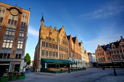 The Craenenburg Café marks the site of a medieval mansion.  In 1488, the guildsmen of Bruges imprisoned the Habsburg heir, Archduke Maximilian, in the mansion for 3 months.  Eventually the Archduke bribed his way out of captivity but he never forgave the city.  When Maximilian became emperor in 1493, he did his considerable best to push trade north to the city's great rival, Antwerp.