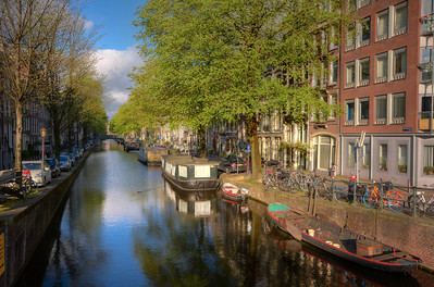 But by 1610, Dutch trade was exploding, and the city needed to expand.  The City Fathers took on an ambitious project to dig 3 main canals.