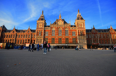 The building itself is an architectural gem.  Built between 1881 and 1889, it was designed by the same famous Dutch architect (Pierre Cuypers_ who designed the Rijksmuseum, the city's preeminent art gallery which we will visit later.