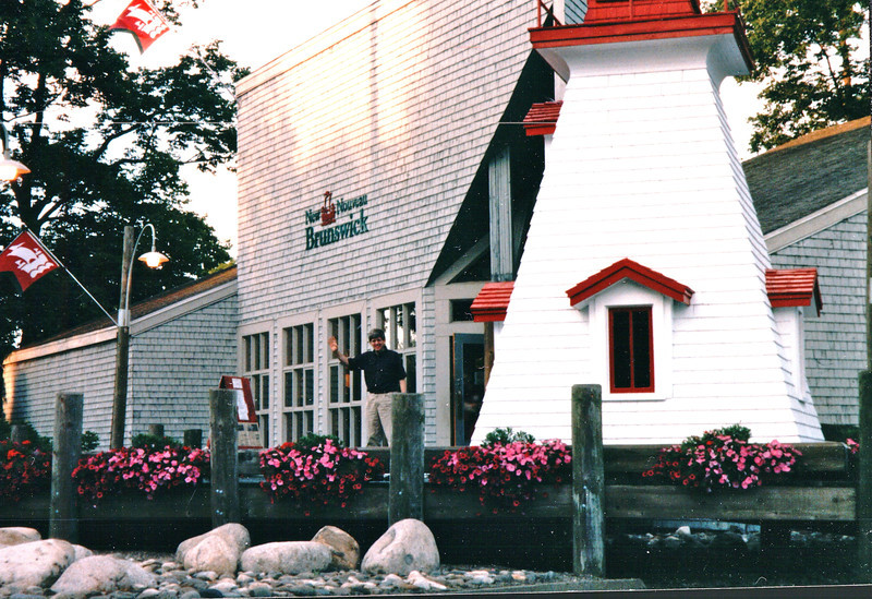 Randal Waving at New Brunswick Provincial Welcome Center  8-24-97