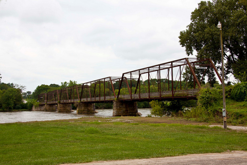 The bridge over the Mississippi River at Bentonsport. The telephoto makes the river look narrower than it was. See the next few pictures.