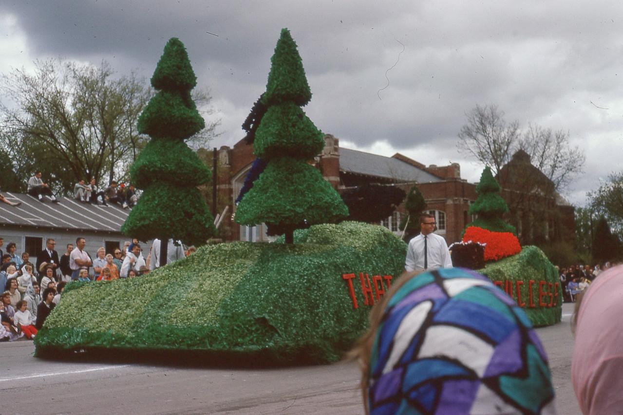 VEISHA Parade 1964