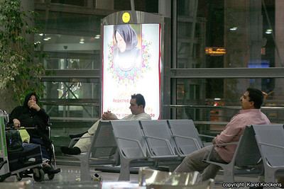 Ir 01_01_Tehran_International airport-Affiche Kledijvoorschrift