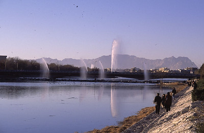 Esfahan-RiverbankWaterjets