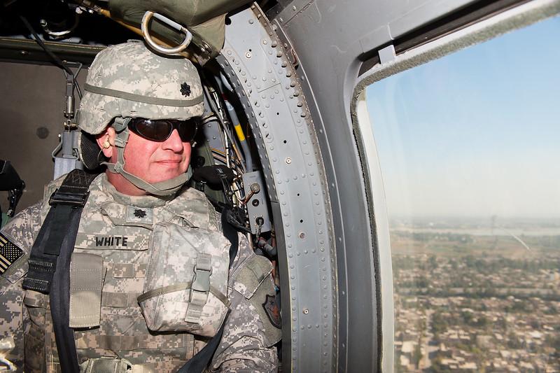 2 DEC 2011 - OSC-I Chief and NTM-I Commander LTG Robert L. Caslen, Jr. and OSC-I CSM George Manning visit Sather Air Force Base, Baghdad, Iraq to present awards to the F2 Set Blackhawk crew (Kill Devils).  Photo by John D. Helms - john.helms@iraq.centcom.mil.