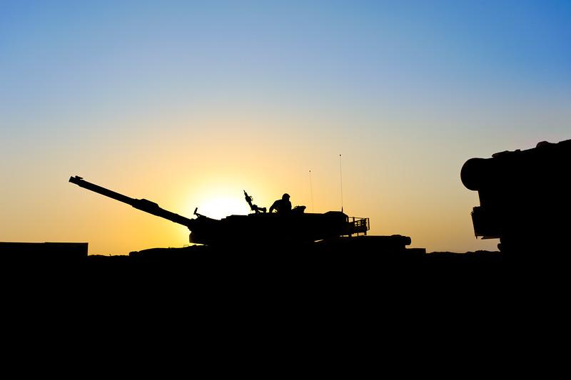 15 JUN 2011 - LTG Ferriter, USF-I DCG (A&T) and members of the Council of Representatives attend an M1A1 tank demonstration in Besmaya, Iraq.  Photo by John D. Helms.