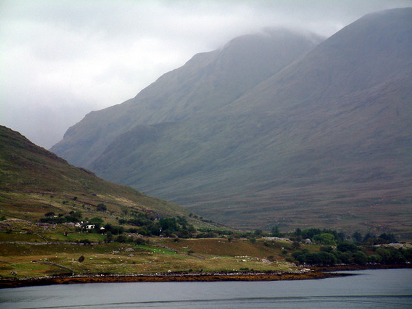 Kylemore Abbey - Surrounding mountains