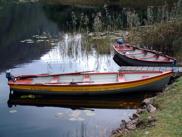 Kylemore Abbey - Boats by the lake