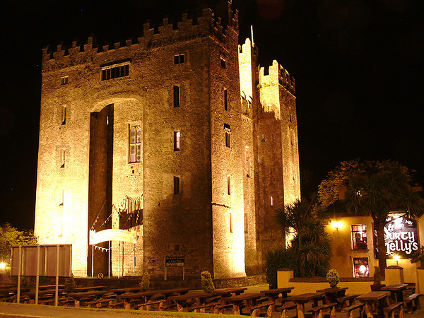 Bunratty castle, night time