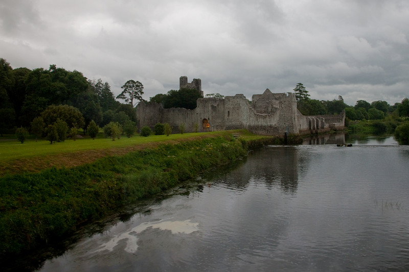 The next day we left Shannon and slipped through Limerick stopping in Adare on the way to Dingle via Tralee .