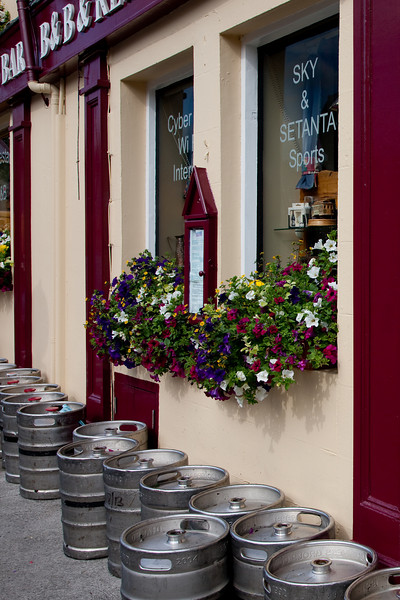 The next morning we started a free day in Westport.  Just a stroll into town revealed the requisite pub with flowers out front.