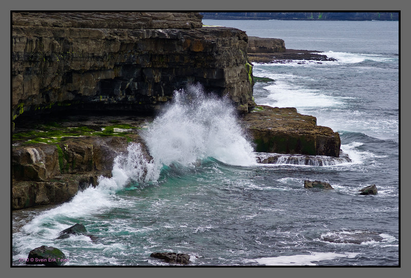 The Atlantic braking in <br /> Sea cliffs, Benamahun