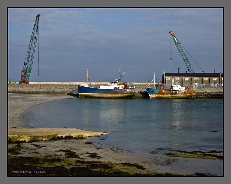 Ships waiting for better days<br /> Harbour, Kilronan