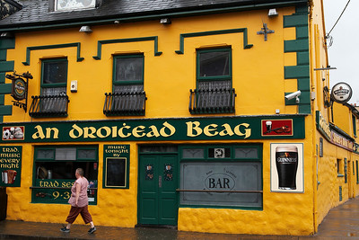 Droigead Beag pub in Dingle.