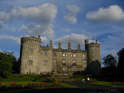 Kilkennyn linna.  Kilkenny Castle at Kilkenny