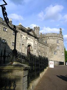 Kilkennyn linna.  Kilkenny Castle at Kilkenny.