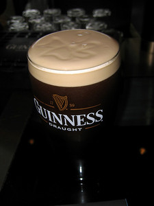 Tuoppi Guinnesia Guinness-keskuksessa, Dublinissa.  Pint of Guinness at the The Guinness Enterprise Centre, Dublin.