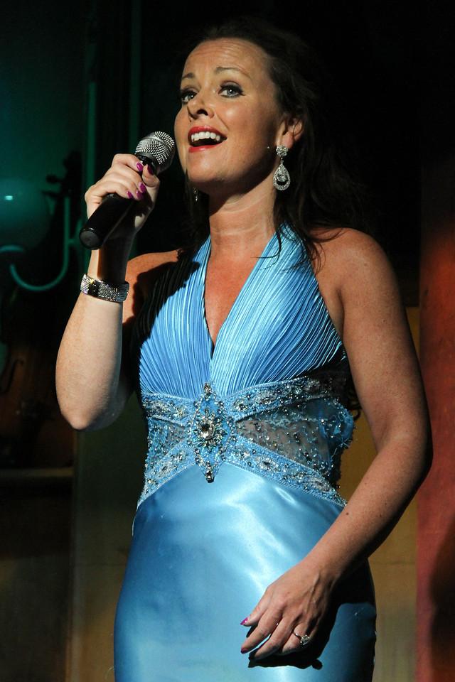Irish singer at the Cabaret