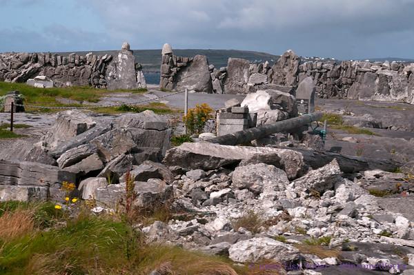 Stone carvers' area on Inis Oirr (?)
