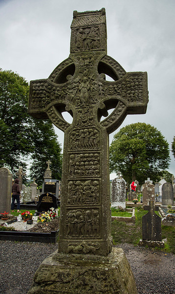 Known as Miiredach's High Cross, this 5.5-meter high cross is considered to be one of Ireland's finest. The combination of cross and circle is typical of crosses in Ireland.