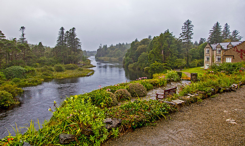 It's a rainy morning as we prepare to leave Ballynahinch Castle. This river meanders behind the hotel.