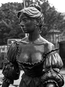 Molly Malone Statue B&W, Grafton Street, Dublin