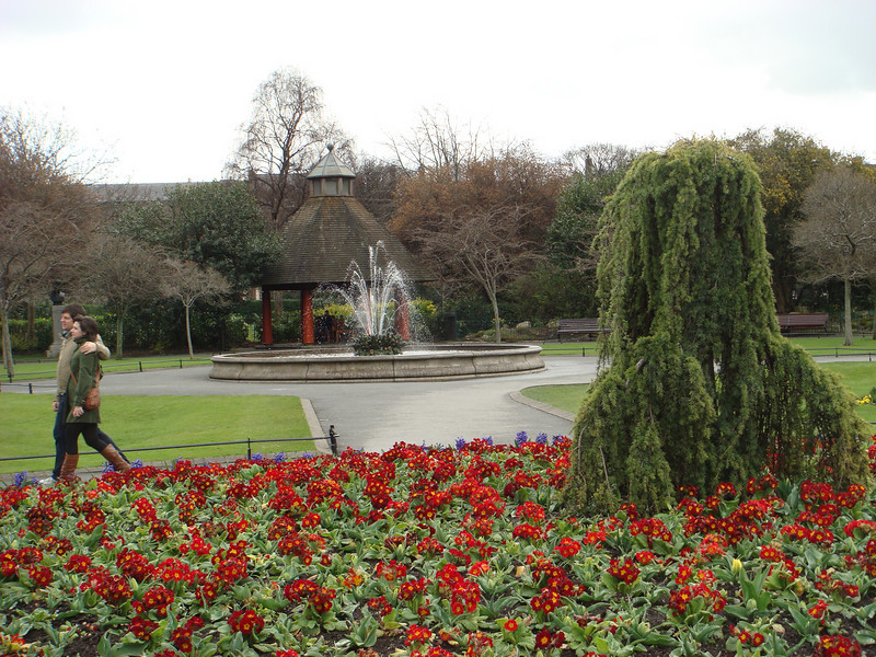 Gazebo, fountain, and flowers at the center of St. Stephen's Green